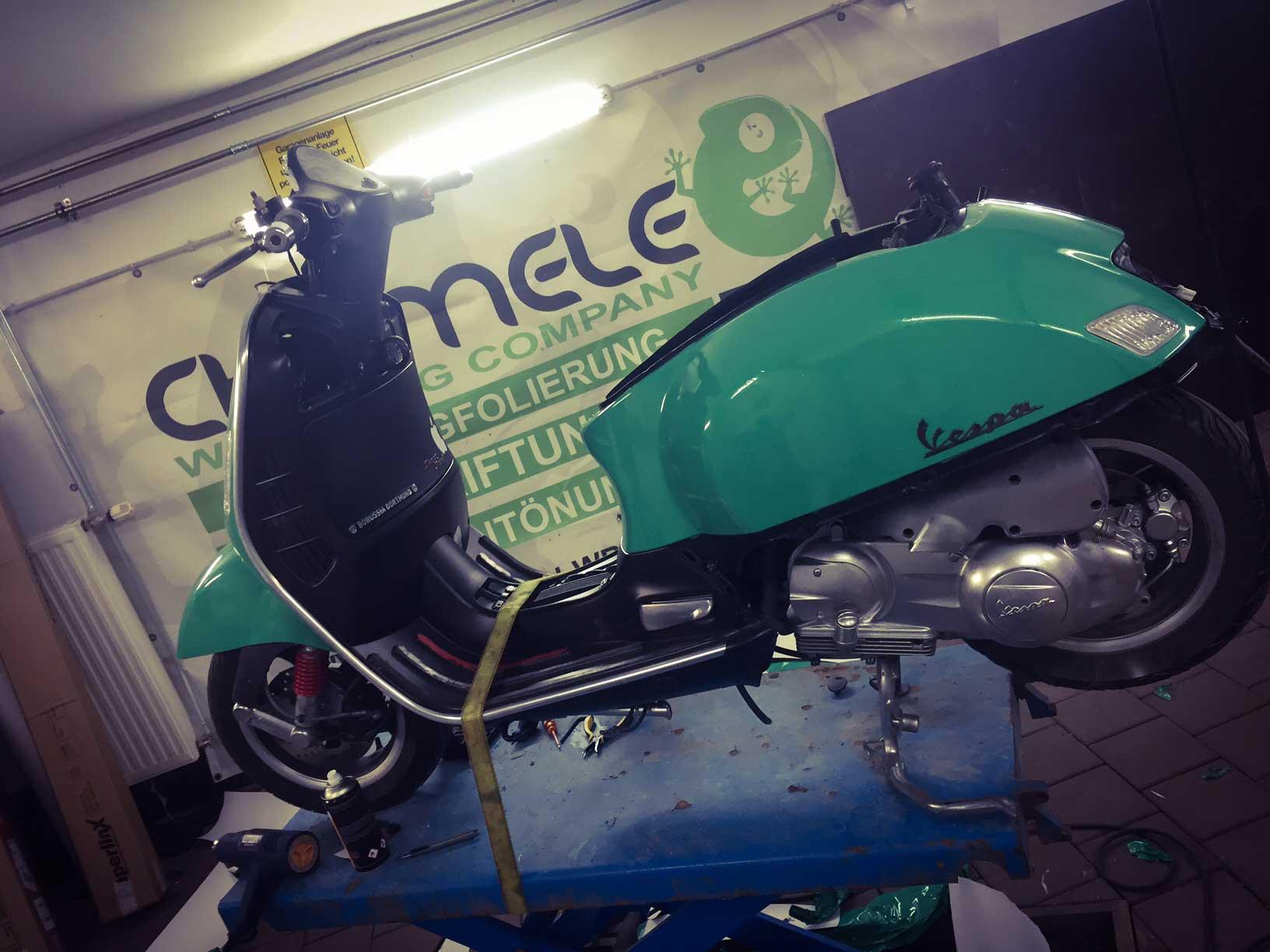 Vespa - Motorroller Chameleon Wrapping Company Eben im Pongau Salzburg