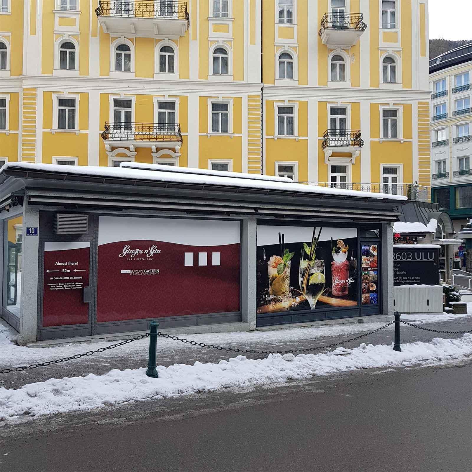Beschriftung eine Bushaltestelle Chameleon Wrapping Company Eben im Pongau Salzburg