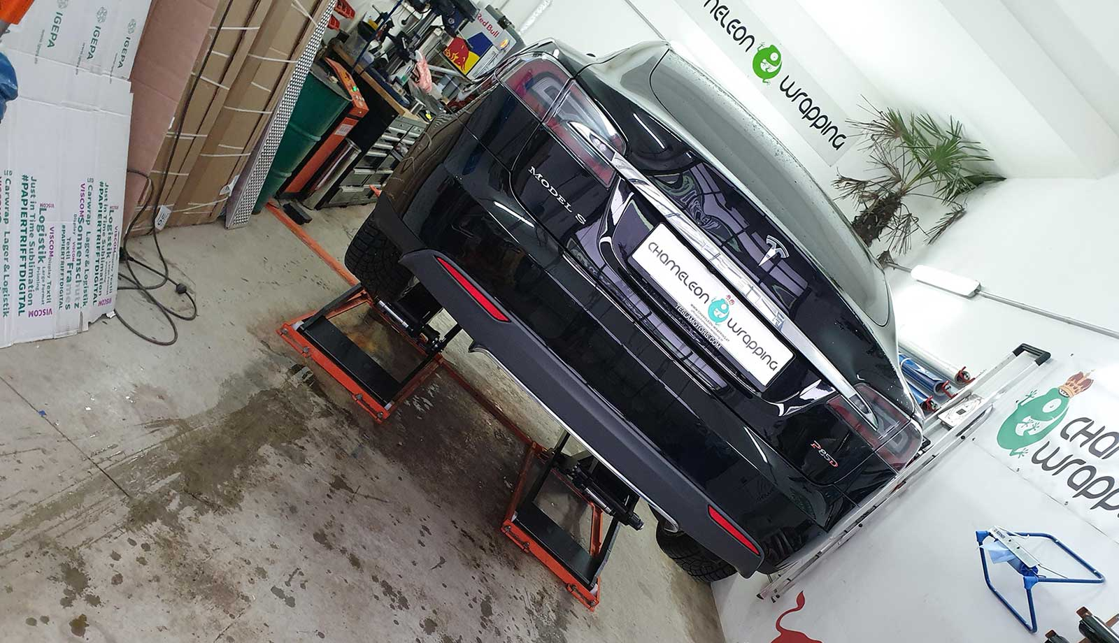 Folienbeklebung Chameleon Wrapping Company - Autofolierung