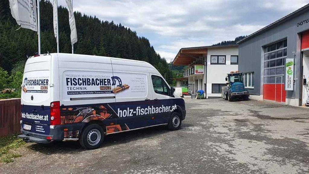 Autobeschriftung eines Firmenfahrzeugs, mit Beschriftung der Seitenflächen und Heck des Lieferfahrzeuges - von Chameleon Wrapping Company Eben im Pongau bei Salzburg
