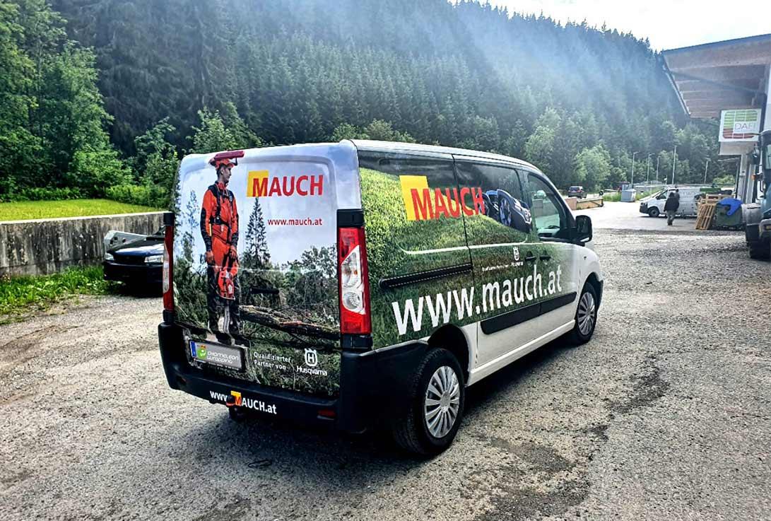 Autobeschriftung eines Firmenautos - Werbebeklebung von Chameleon Wrapping Company in Eben im Pongau bei Salzburg