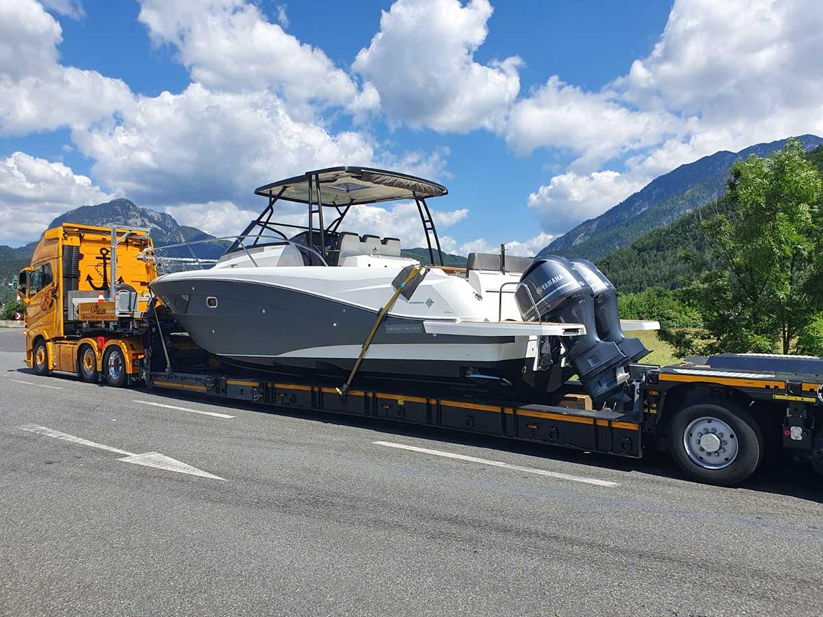 Bootsfolierung Beklebung - Folierung einer Yacht - Foliendesign by Chameleon Wrapping company Salzburg